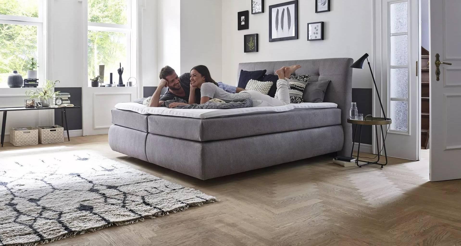 Prodej nábytku do ložnice - postele, komody, stolky